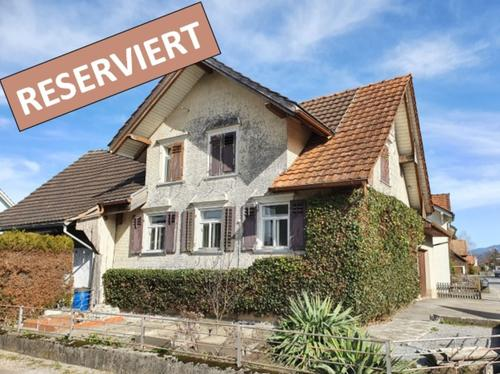 (RESERVIERT) Einfamilienhaus mit Potential