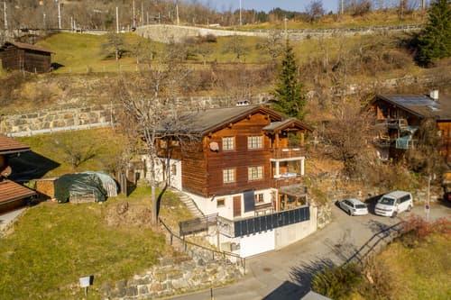 Rustikales Mehrfamilienhaus an idyllischer Lage