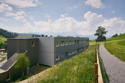 Bâtiment - 28 chambres avec salle de bain