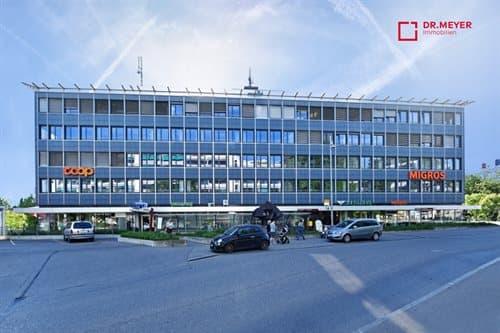 Büro-/Praxisräumlichkeiten - zentral gelegen, genügend Parkplätze»