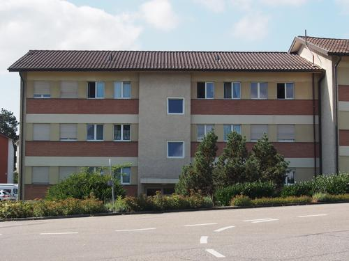 Mehrfamilienhaus in Bahnhofsnähe in Dietlikon (einseitig angebaut)