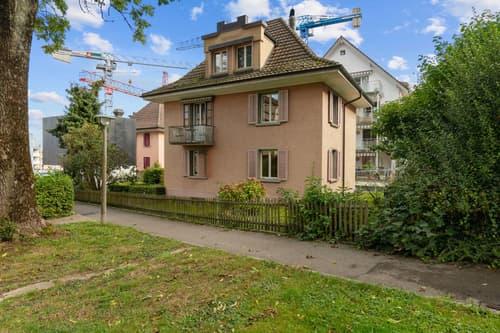 Freistehendes Zweiparteienhaus mit interessantem Potenzial in Zürich Nord (1)