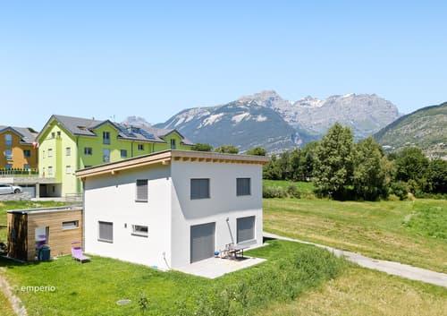 Umgeben von Natur - Wohnparadies auf zwei Ebenen   Entouré par la nature - paradis résidentiel sur deux étages