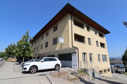 In Merenschwand, unweit der Zuger Grenze, wird ein grosses Mehrfamilienhaus zum Verkauf angeboten