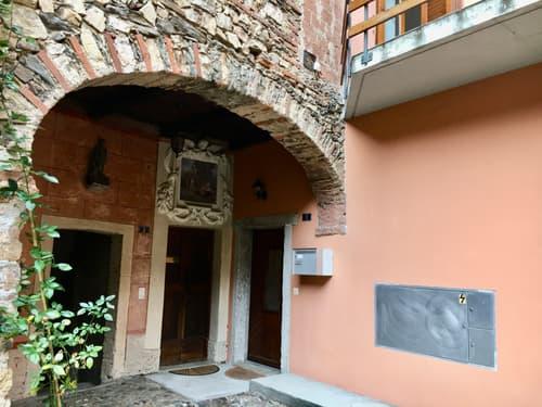 Casa di nucleo ristrutturata, Collina d'Oro, res. sec. ammessa!