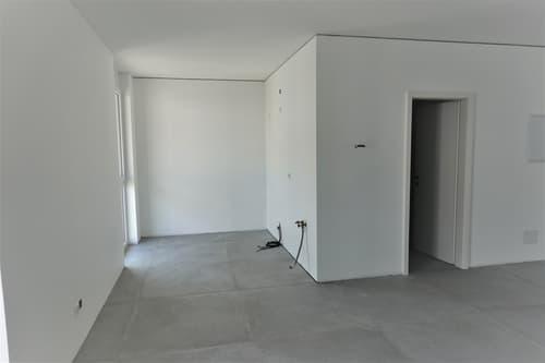 Affittasi moderno ufficio open space a Losone