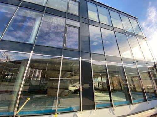 Nuovo spazio : show room - uffici - laboratorio contesto industriale e visibilità