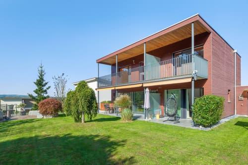 Modernes Einfamilienhaus mit Einliegerwohnung an idyllischer Lage