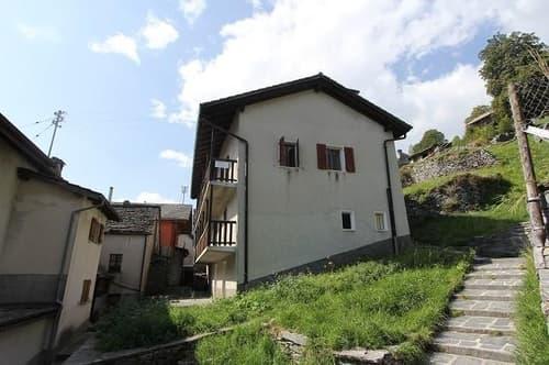 2-Familienhaus mit Garten und Rustico / casa bifamiliare con rustico da ristrutturare