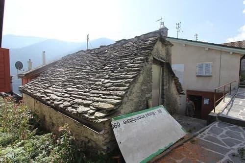 3-Zimmer-Rustico mit Balkon zum Ausbauen / rustico di 3 locali da ristrutturare