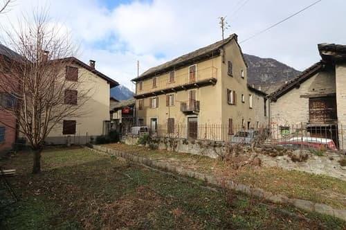 2-Familienhaus mit Rustico und Garten / casa plurifamiliare con rustico