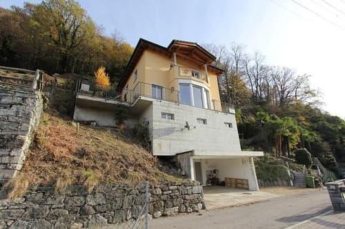 5 1/2-Zimmer-Einfamilienhaus mit Garten, Baulandreserve und Aussicht / villetta di 5 1/2 locali con terreno edificabile