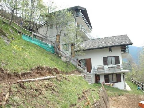 Casa con 4 appartamenti / 4-Familienhaus
