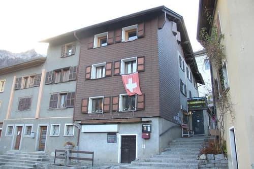 Restaurant-Bar mit 24 Plätzen und 3-Zimmer-Wirtewohnung