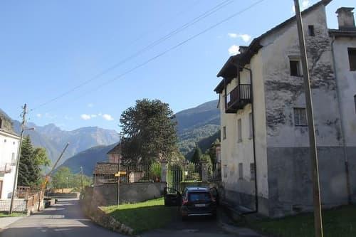 6-Zimmer-Dorfhausteil mit schönem Ausblick