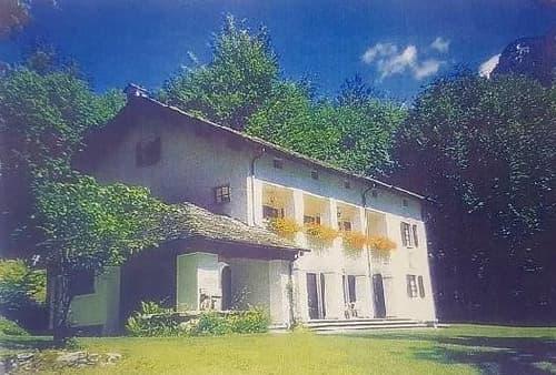 9 1/2-Zimmer-Herrschaftssitz mit grossem Umschwung / villa di 9 1/2 locali con 17 000 m2 di terreno