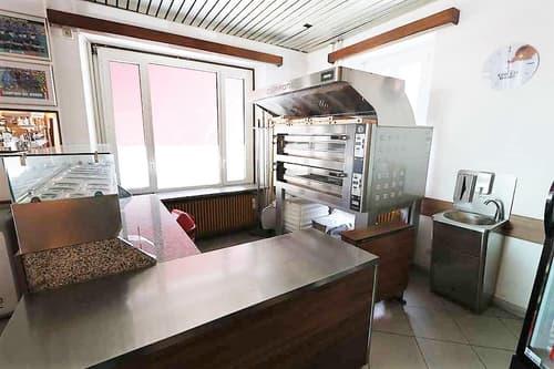 Mehrfamilienhaus mit Bar-Restaurant / casa plurifamiliare con un ristorante