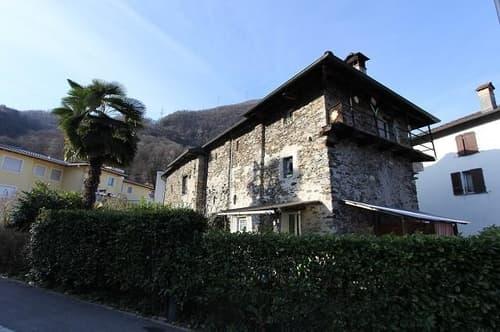 5 1/2-Zimmer-Dorfhaus mit Garten /casa di 5 1/2 locali e giardino