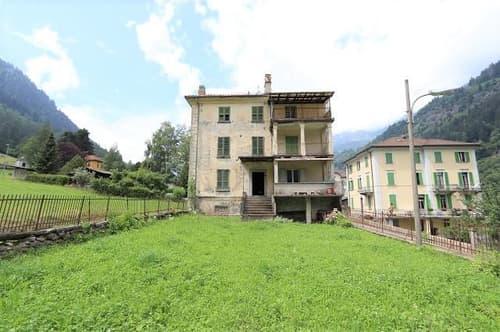 Mehrfamilienhaus mit grossem Garten und Aussicht zum Ausbauen / casa plurifamiliare con grande giardino