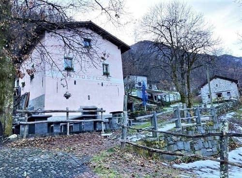 schönes Grotto mit Terrasse und Rusticoan idyllischer Lage / grotto con terrazza e rustico