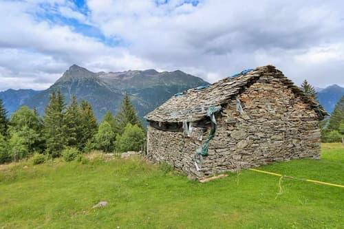 2-Zimmer-Bergrustico zum Ausbauen mit bewilligtem Projekt