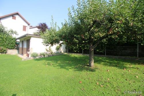 COMO, CASTIGLIONE D'INTELVI: ampia proprietà con giardino, ideale per