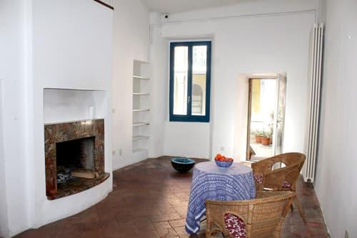 Affascinante casa di nucleo 3,5 locali con soggiorno affrescato.