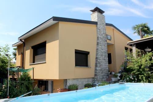 Bellissima casa 4,5 e 2,5 con giardino parzialmente ristrutturata.
