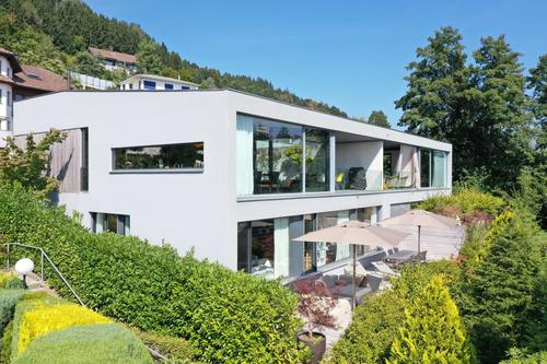 Grosses, modernes Doppeleinfamilienhaus an Toplage