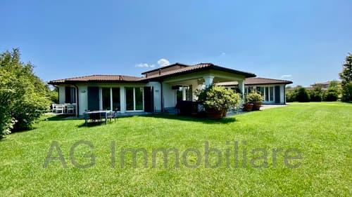 Bogogno Golf Resort schöne freistehende Villa mit privatem Garten