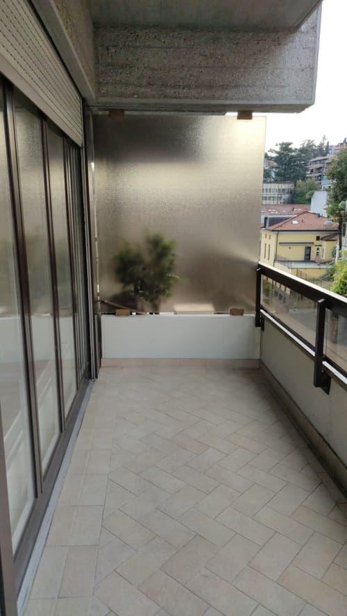 Lugano centro monolocale arredato con balcone