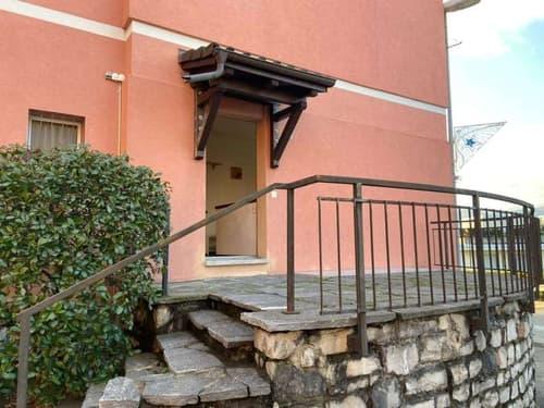 Moderno monolocale ammobiliato balcone/terrazza