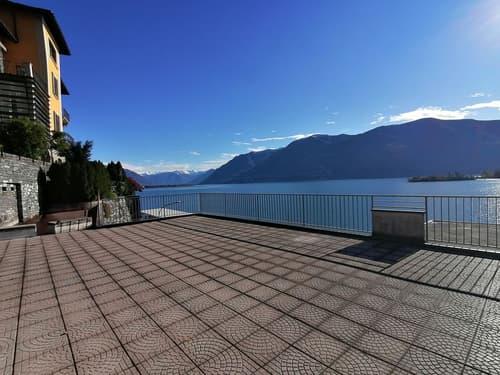 Monolocale con terrazza e magnifica vista lago
