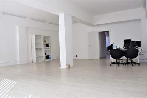 Vendesi spazioso ufficio/locale commerciale con vetrina