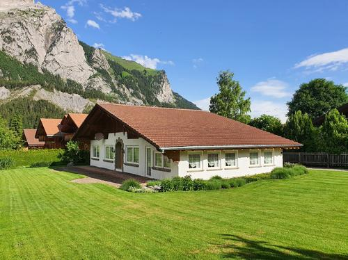Einfamilienhaus mit Gartenanlage