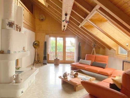 Attraktive Galerie-Dachwohnung mit zwei Balkonen und drei Einstellhallenplätzen