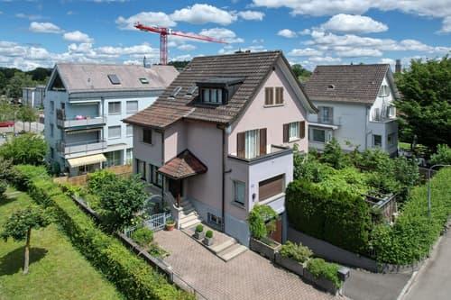 Freistehendes 7.5-Zimmer-Einfamilienhaus mit viel Potenzial