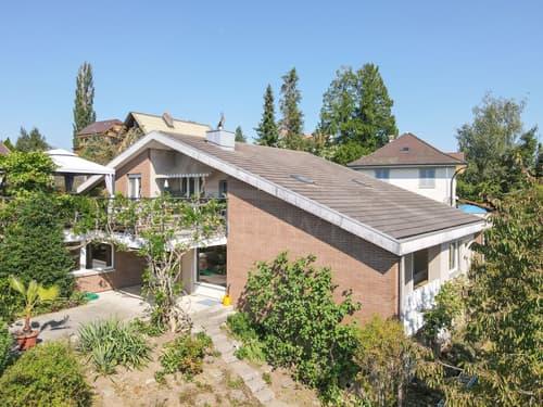 Zweifamilienhaus in ruhigem Quartier mit tollem Alpenblick