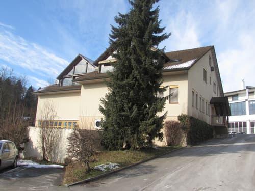 Verschiedene Gewerberäume mit Kühlräumen und zwei 5,5 Zimmer-Maisonnettewohnungen