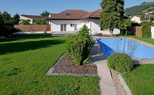 11.5-Zimmer-Landhausvilla: 2'508 m2 Grundstück - 885 m2 Nutzfläche, inkl. 6 Garagen