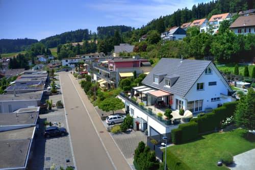 Grosszügiges Einfamilienhaus mit Weitsicht, grossem Umschwung und hochwertigem Innenausbau