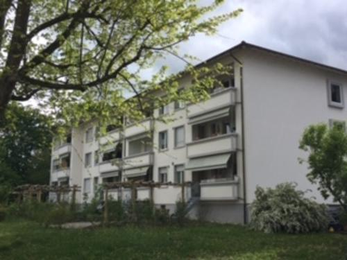 Nähe Dorfkern, helle Wohnung im obersten Stockwerk