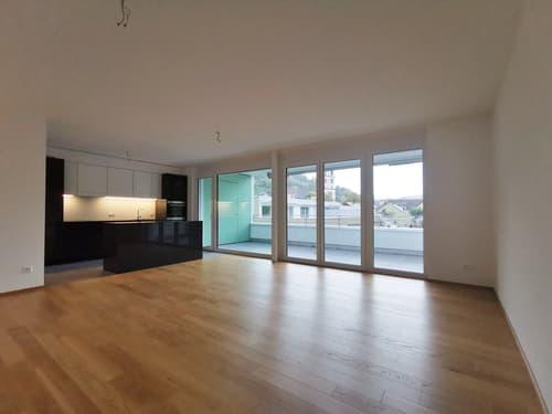 grosse und moderne 3.5-Zimmerwohnung im 2. OG mit Balkon