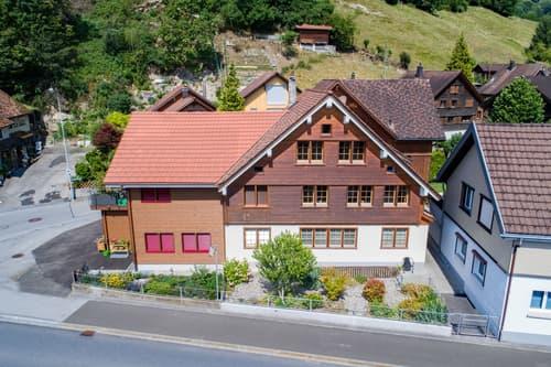 zwei hochwertige Wohnhäuser