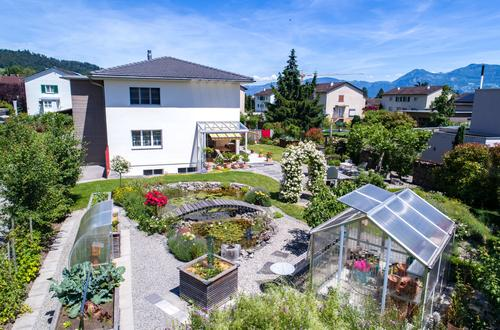 rollstuhlgängiges Wohnhaus mit idyllischem Garten