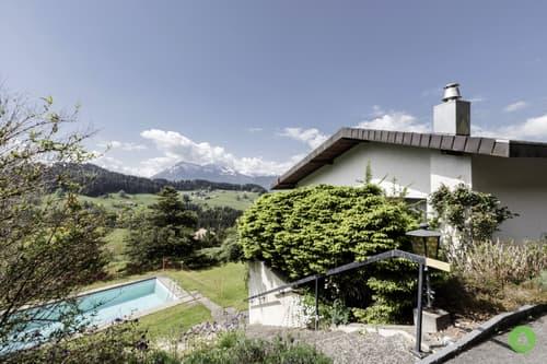 Liegenschaft mit Weitsicht und Schwimmbad in Goldiwil-Thun