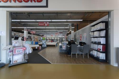 275m2 surface du magasin complètement développé à louer sur une position hautement fréquentée