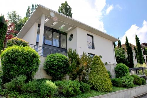 Like-new: Modern 260 sqm villa with indoor-pool (Basel-Land)