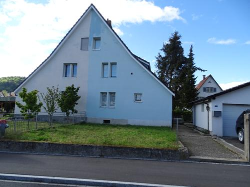 Grosszügiges Einfamilienhaus (einseitig angebaut) mit 5 1/2 Zimmern