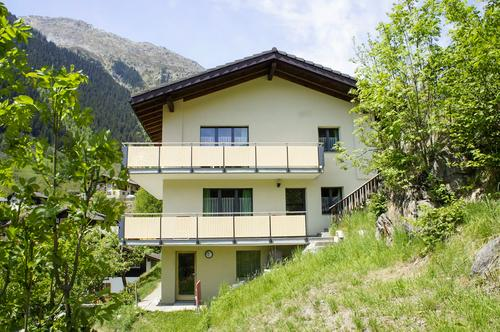 Mehrfamilienhaus mit 3 Wohnungen und fantastischer Aussicht